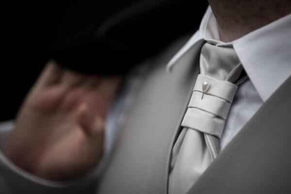 Come scegliere la cravatta per lo sposo